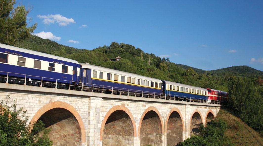 Французский поезд доставит туристов в городок художников