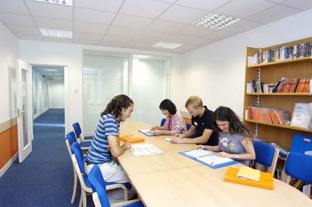 Круглогодичные курсы английского для взрослых European Centre London (Лондон)